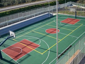 Construction of acrylic elastic flooring for basketball