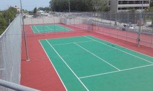 Κατασκευή γηπέδων τένις και στίβου με αντικραδασμικό