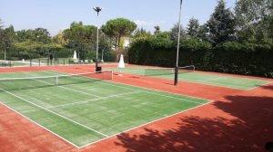 Γήπεδο τέννις με συνθετικό χλοοτάπητα σε συνδυασμό πράσινο και κεραμιδί
