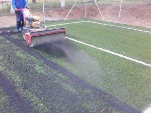 Ειδικός μηχανισμός για την συντήρηση γηπέδων ποδοσφαιρου
