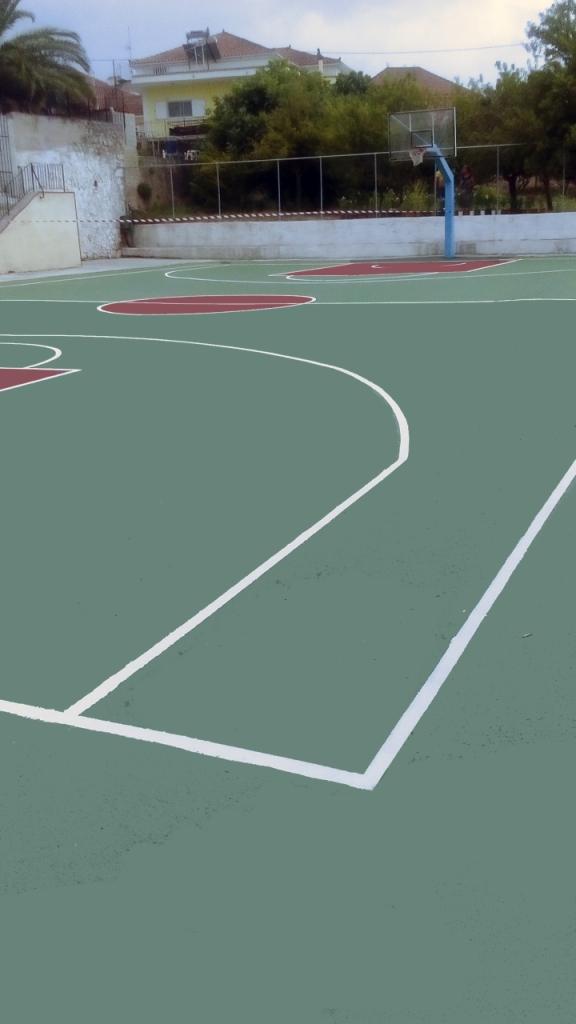 Βαφή γηπέδου μπάσκετ στην Κεφαλονιά