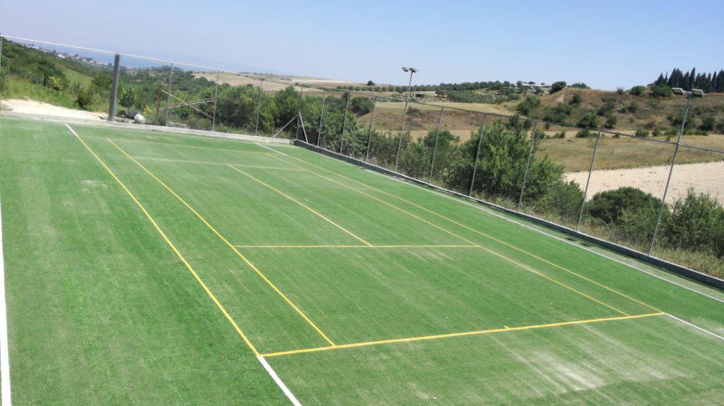 Γήπεδο τέννις με συνθετικό χλοοτάπητα 20mm, με πιστοποίηση ITF, πράσινο