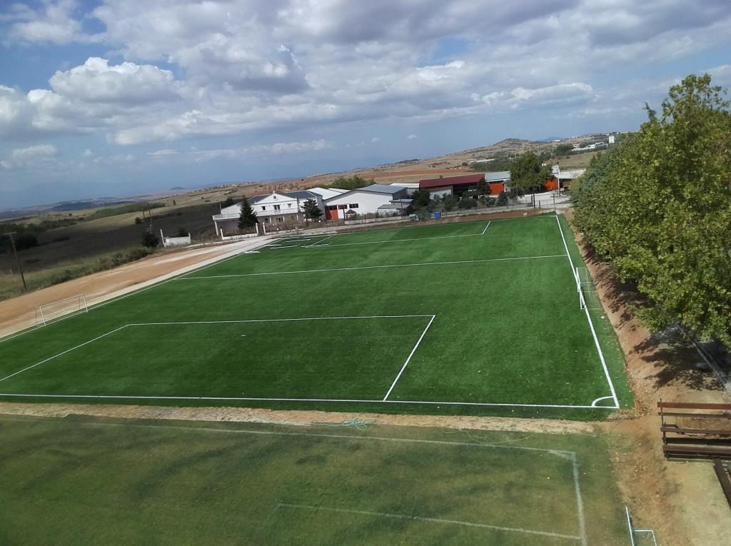 Γήπεδο ποδοσφαίρου με συνθετικό χλοοτάπητα